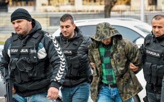 Νέο γύρο πολιτικής οξύτητας στα Σκόπια πυροδότησε η σύλληψη του πρώην υπουργού Εσωτερικών Μίτκο Τσάβκοφ και άλλων στελεχών του εθνικιστικού κόμματος VMRO-DPMNE. Οι συλληφθέντες κατηγορούνται για τα βίαια επεισόδια του περασμένου Απριλίου, ύστερα από την εκλογή του αλβανόφωνου Ταλάτ Τζαφέρι ως προέδρου της Βουλής. Οπαδοί του VMRO-DPMNE, με επικεφαλής τον τέως πρωθυπουργό Νίκολα Γκρούεφσκι πραγματοποίησαν διαδήλωση διαμαρτυρίας έξω από τα δικαστήρια.