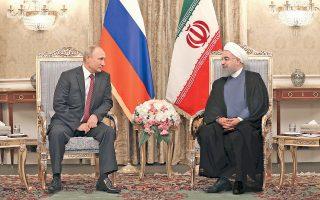 Την πλήρη υποστήριξη της Μόσχας στη διεθνή συμφωνία για το ιρανικό πυρηνικό πρόγραμμα, που έχει τεθεί υπό αμφισβήτηση από την Ουάσιγκτον, εξέφρασε ο Ρώσος πρόεδρος Βλαντιμίρ Πούτιν κατά τη χθεσινή επίσκεψή του στην Τεχεράνη. Η συνεργασία των δύο χωρών στη Συρία και στο ενεργειακό πεδίο βρέθηκε επίσης ψηλά στην ατζέντα των συνομιλιών που είχε ο Ρώσος ηγέτης με τον ανώτατο ηγέτη του Ιράν, αγιατολάχ Αλί Χαμενεΐ, και τον πρόεδρο της χώρας Χασάν Ροχανί (φωτ.).