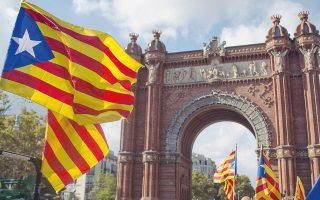 Ο ταραγμένος Οκτώβριος άρχισε με το παράνομο δημοψήφισμα που η αστυνομία είχε προσπαθήσει να αποτρέψει με τη βία και ολοκληρώθηκε με την απώλεια της αυτονομίας. Οι επιχειρήσεις δέχονται πλήγματα, καθώς ολοένα και περισσότεροι αρχίζουν να αμφιβάλλουν για τη θέση της Βαρκελώνης ως τουριστικού και επενδυτικού προορισμού.