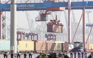Το γερμανικό υπουργείο Οικονομικών Υποθέσεων και Ενέργειας ανακοίνωσε ότι η βιομηχανική παραγωγή αυξήθηκε κατά σχεδόν 3% τον Αύγουστο. Τον ίδιο μήνα, οι εξαγωγές αυξήθηκαν κατά 3,1%. Στη φωτογραφία, το λιμάνι του Αμβούργου, απ' όπου διακινείται πληθώρα προϊόντων.