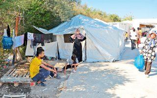 Στη Λέσβο βρίσκονται 8.293 πρόσφυγες και μετανάστες, οι 6.500 εξ αυτών στη Μόρια, στο ΚΥΤ, όπου η εγκατάσταση χωράει 2.300 άτομα.