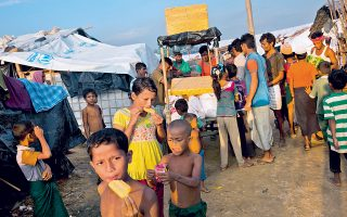 Παιδιά της μουσουλμανικής μειονότητας των Ροχίνγκια σε προσφυγικό καταυλισμό στο Μπανγκλαντές.