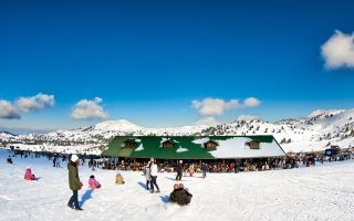 Το χιονοδρομικό κέντρο του Χελμού, από τα πιο εύκολα προσβάσιμα από την Αθήνα.