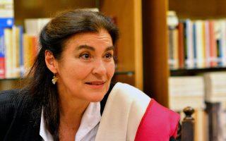 Η υπουργός Πολιτισμού Λυδία Κονιόρδου είχε κάποιες επαφές στην βιβλιοθήκη του μουσείου κατά την ξενάγησή της στο Λαογραφικό ιστορικό Μουσείο της Λάρισας, όπου έδειξε ιδιαίτερο ενδιαφέρον για την  βιβλιοθήκη του Μουσείου, Παρασκευή 3 Νοεμβρίου 2017. Η κα Κονιόρδου κήρυξε την έναρξη του Συνεδρίου με θέμα «Γιώργος και Λένα Γουργιώτη: Λαογραφικό Ιστορικό Μουσείο Λάρισας, ένα έργο ζωής» που πραγματοποιείται  από την Παρασκευή 3 Νοεμβρίου έως την Κυριακή 5 Νοεμβρίου 2017 στο Λαογραφικό Μουσείο. ΑΠΕ-ΜΠΕ/ΑΠΕ-ΜΠΕ/ΑΠΟΣΤΟΛΗΣ ΝΤΟΜΑΛΗΣ