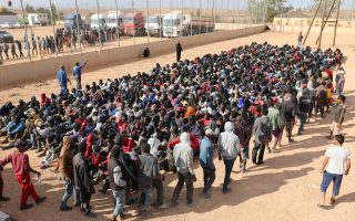 Περίπου επτακόσιες χιλιάδες έως ένα εκατομμύριο μετανάστες βρίσκονται σήμερα στη Λιβύη, οι περισσότεροι στα πολυπληθή κέντρα κράτησης.