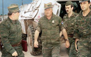 Ο διοικητής των Σερβικών δυνάμεων στη Βοσνία, Ράτκο Μλάντιτς σε στρατιωτική επιχείρηση τον Αύγουστο του 1993