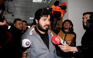 Ο Ρεζά Ζαράμπ κατά τη σύλληψή του το 2013 στην Τουρκία, όπου κατηγορήθηκε για διαφθορά, αλλά απαλλάχθηκε από τις κατηγορίες. Τώρα κατηγορείται από τις αμερικανικές αρχές ότι παραβίασε τις κυρώσεις κατά του Ιράν.