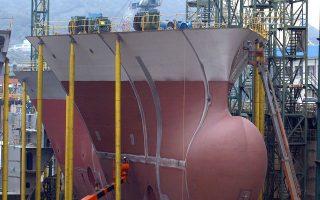 Η Ευρωπαϊκή Επιτροπή εξέτασε για πρώτη φορά ζήτημα παράνομων ενισχύσεων των Ελληνικών Ναυπηγείων Σκαραμαγκά (ΕΝΑΕ) το 1995. Οι χειρισμοί αντιμετώπισης του ακανθώδους θέματος φέρνουν σε δύσκολη θέση τα ναυπηγεία.