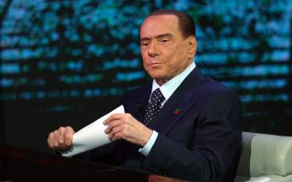 epa06352897 Former Italian prime minister and leader of 'Forza Italia' party Silvio Berlusconi during the TV show 'Che tempo che fa' in Milan, Italy, 26 November 2017. Italy is to hold general elections in 2018.  EPA/MATTEO BAZZI