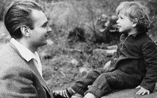 Ο Ντάγκερμαν με την κόρη του Λο, από τη δεύτερη σύζυγό του Ανίτα Μπγιορκ, το 1954, έτος κατά το οποίο αυτοκτόνησε.