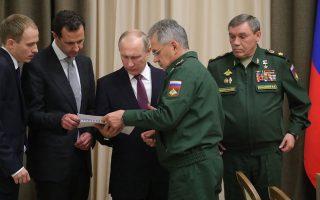 Ο Μπασάρ Ασαντ και ο Βλαντιμίρ Πούτιν μελετούν τα σχέδια των Ρώσων στρατιωτικών στο Σότσι της Μαύρης Θάλασσας, την περασμένη Δευτέρα.