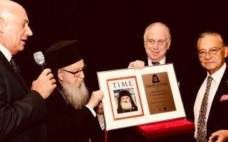 Από αριστερά, ο Σόλομον Ασερ, ο Αρχιεπίσκοπος Δημήτριος, ο βραβευθείς Ρόναλντ Λόντερ και ο πρόεδρος του Εβραϊκού Μουσείου, Μάκης Μάτσας.