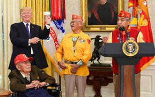 orgi-ton-indianon-tis-amerikis-gia-to-scholio-pokachontas-toy-ntonalnt-tramp-2220303