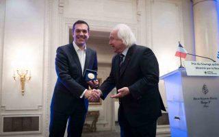 tsipras-paralamvano-to-vraveio-sto-onoma-toy-ellinikoy-laoy0