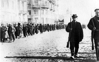 Ενοπλοι χωρικοί,  υποστηρικτές της Επανάστασης στη Σιβηρία, 1917. Ο ελληνισμός της Ρωσίας βίωσε περσσότερο την επαναστατική εμπειρία της υπαίθρου.