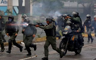 FILE PHOTO: Riot security forces take position while clashing with demonstrators rallying against Venezuela's President Nicolas Maduro's government in Caracas, Venezuela, July 28, 2017.  REUTERS/Carlos Garcia Rawlins/File Photo