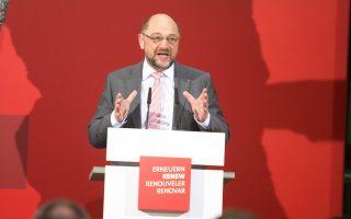 Ο ηγέτης των Σοσιαλδημοκρατών, Μάρτιν Σουλτς, στη χθεσινή ομιλία του στην έδρα του κόμματος στο Βερολίνο.