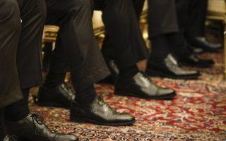 Διπλωματία. Είναι ένα παιχνίδι για γνώστες και με αυστηρούς κανόνες. Απαιτεί στρατηγική, μελέτη, προετοιμασία. Στην φωτογραφία τα υποδήματα της τουρκικής αποστολής στο Προεδρικό Μέγαρο κατά την  διάρκεια της επίσημης επίσκεψης του Τούρκου Προέδρου Ταγίπ Ερντογάν. (EUROKINISSI/ΓΙΩΡΓΟΣ ΚΟΝΤΑΡΙΝΗΣ)