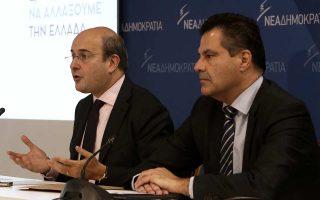 Ο αντιπρόεδρος της Ν.Δ. και πρόεδρος της οργανωτικής επιτροπής του συνεδρίου, Κ. Χατζηδάκης, και ο γραμματέας προγράμματος Γ. Στεργίου κατά τη χθεσινή συνέντευξη Τύπου με θέμα το 11ο συνέδριο της Ν.Δ.