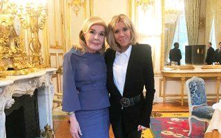 Η Μαριάννα Βαρδινογιάννη και η Μπριζίτ Μακρόν στην πρόσφατη συνάντησή τους στο Προεδρικό Μέγαρο Ελυζέ, στο Παρίσι.