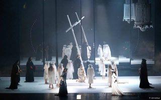 Σκηνή από την παράσταση του «Ορφέα», σε σκηνοθεσία Θάνου Παπακωνσταντίνου και μουσική διεύθυνση Μάρκελλου Χρυσικόπουλου.