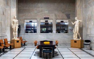 Κόπιες εμβληματικών αρχαίων αγαλμάτων στο αρχείο γεννήσεων του Δήμου Αθηναίων υπογραμμίζουν μια συνεχιζόμενη σχέση με το ένδοξο παρελθόν.