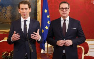 epa06392693 Austrian Peoples Party (OeVP) Sebastian Kurz (L) and leader of the right-wing Austrian Freedom Party (FPOe) Heinz-Christian Strache (R) during a press conference about the coalition government negotiations at Hofburg in Vienna, Austria, 16 December 2017. The OeVP and FPOe parties held coalition negotiations talks to form the next government after the general elections in October 2017.  EPA/FLORIAN WIESER