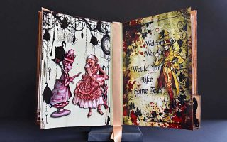 Γλυπτό βιβλίο από τη Μαρία Διακοδημητρίου.