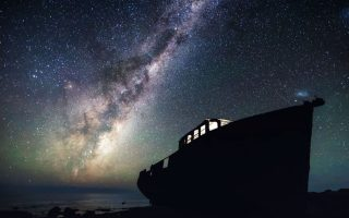 """Ο γαλαξίας μας. «Οι αρχαίοι Ελληνες είχαν ονομάσει τη φωτεινή αυτή λωρίδα """"Γαλαξία Οδό"""" ή Κύκλο Γαλακτικό», γράφει ο Διον. Σιμόπουλος, προσθέτοντας: «Οι Βαβυλώνιοι τον έβλεπαν σαν τεράστιο """"φίδι"""", ενώ οι αρχαίοι Αιγύπτιοι τον θεώρησαν ένα μεγάλο κάμπο από στάρι σπαρμένο στον ουρανό από τη θεά Ισιδα»."""