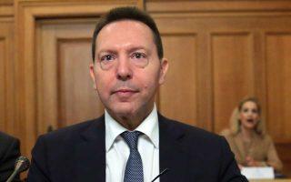 Η ένταξη σε ένα «προληπτικό πρόγραμμα στήριξης» θα παρέχει ασφάλεια σχετικά με την πρόσβαση του ελληνικού Δημοσίου σε χρηματοδότηση, επισημαίνει στην ενδιάμεση έκθεσή του για τη νομισματική πολιτική ο διοικητής της ΤτΕ Γιάννης Στουρνάρας.