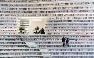 Η Βιβλιοθήκη Binhai στην πόλη Τιαντζίν της Κίνας, με καμπύλες, σκάλες και διαδρόμους, είναι μια σφαίρα καρφωμένη στο έδαφος, όπου μέσα της υπάρχουν 1,2 εκατ. βιβλία, αναγνωστήρια, γκαλερί κ.λπ., όλα καλυμμένα με έναν γυάλινο θόλο.