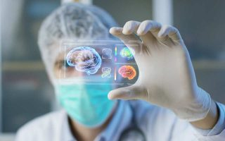 «Οι προγραμματιστές δημιούργησαν ασφαλή μοντέλα προσομοίωσης, ενώ οι κλινικοί γιατροί συνέλεξαν πολύτιμα δεδομένα», εξηγεί ο δρ Γ. Σταματάκος.