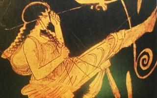 Οι Αθηναίοι κρεμούσαν κούκλες να αιωρούνται σε κλαδιά και τοποθετούσαν τις κόρες τους σε αιώρες. Ο Ιμβριοι διατηρούσαν ως τοπικά έθιμα αττικά λαϊκά δρώμενα όπως οι κούνιες των κοριτσιών στα δένδρα την Κυριακή των Βαΐων.