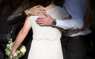Oι ενδιαφερόμενες για να διεκδικήσουν την «προίκα» πρέπει να αποδείξουν, πλην των άλλων... δικαιολογητικών, ότι παντρεύτηκαν το προηγούμενο έτος.