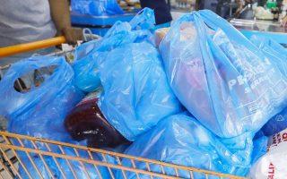 Σε πολλές χώρες η επιβολή τέλους στις πλαστικές σακούλες στα σούπερ μάρκετ συνοδεύθηκε από καμπάνια ενημέρωσης.