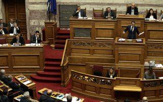Στην επικείμενη συζήτηση για τον προϋπολογισμό, ο κ. Μητσοτάκης θα διατηρήσει στην ατζέντα του το αίτημα για αποχώρηση της κυβέρνησης και πρόωρες εκλογές, ενώ ο κ. Τσίπρας φέρεται αποφασισμένος να επιμείνει στις διαχωριστικές γραμμές και στη δημιουργία σκηνικού πόλωσης.