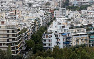 Τα χρέη προς το Δημόσιο, τα Ταμεία κ.ά., ο υψηλός ΕΝΦΙΑ ή άλλες ανάγκες ωθούν πολλούς ιδιοκτήτες να πωλούν ακόμη και τα σπίτια όπου μένουν.