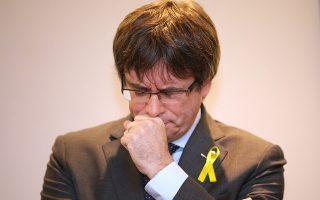 Ο αποπεμφθείς Καταλανός πρόεδρος Κάρλες Πουτζδεμόν πραγματοποιεί την προεκλογική του εκστρατεία από τις Βρυξέλλες, όπου βρίσκεται αυτοεξόριστος. (Φωτ. A.P.)