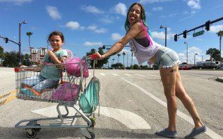 Η λεγόμενη «white trash» Αμερική περνά μπροστά από τον φακό του Σον Μπέικερ, σε μία από τις πιο ευαίσθητες ταινίες της χρονιάς.