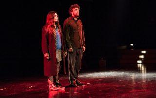 Αυτοσχεδιασμό και γρήγορο ρυθμό επιστρατεύουν οι Βάσω Καμαράτου και Κώστας Κουτσολέλος στο «Lasciatemi morire» της Πειραματικής Σκηνής.