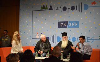 Από αριστερά, η Λένια Βλαβιανού, ο Μιχάλης Σαμόλης, ο Μητροπολίτης Μεσογαίας κ. Νικόλαος και ο σεφ Αλέξανδρος Παπανδρέου. Στην εκδήλωση του ΚΠΙΣΝ συμμετείχε και η Παιδική Χορωδία της Εθνικής Λυρικής Σκηνής.