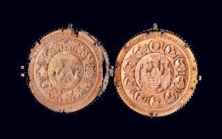 Πατριαρχικά εγκόλπια από ελεφαντόδοντο με ρωσικές παραστάσεις δωρίζονταν σε Ελληνες ιεράρχες.