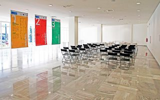Ο ισόγειος χώρος, που προορίζεται για εκδηλώσεις μεγαλύτερης κλίμακας, δηλαδή εκθέσεις, συνέδρια, σεμινάρια, workshops κ.λπ.