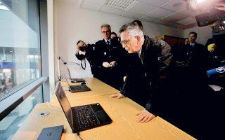 Ο υπουργός Εσωτερικών Τόμας ντε Μεζιέρ, στη χθεσινή παρουσίαση του συστήματος αναγνώρισης στο Βερολίνο.