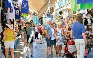 Κοντά στις εκτιμήσεις για άφιξη 30 εκατομμυρίων επισκεπτών τείνει να κλείσει το 2017. Με βάση τα τελευταία στοιχεία που έδωσε χθες στη δημοσιότητα το Ινστιτούτο του Συνδέσμου Ελληνικών Τουριστικών Επιχειρήσεων (SETE Intelligence) την περίοδο Ιανουαρίου-Οκτωβρίου, η εισερχόμενη ταξιδιωτική κίνηση αυξήθηκε κατά 10,1% και διαμορφώθηκε στα 25,891 εκατομμύρια ταξιδιώτες, έναντι 23,519 εκατομμυρίων την αντίστοιχη περίοδο του 2016. Πρωταγωνιστές στην άνοδο οι ταξιδιώτες από τη Γερμανία και τις ΗΠΑ, ενώ κερδίζει έδαφος ως προορισμός η Αθήνα.