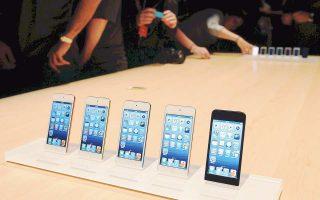 Στις αρχές Δεκεμβρίου, ο διευθύνων σύμβουλος της Apple Τιμ Κουκ είχε επισκεφθεί την Κίνα και είχε δηλώσει ικανοποιημένος από τη ζήτηση που είχε το iPhone X στη συγκεκριμένη αγορά. Πάντως, οι προβλέψεις αναλυτών και επενδυτών για το πόσες νέες συσκευές κατασκευάζει η Apple και πόσες θα πουλήσει εμφανίζουν μεγάλες αποκλίσεις.