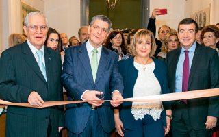 Από αριστερά, ο Δημήτρης Πιερίδης, ο πρέσβης μας Ηλίας Φωτόπουλος, η Μαίρη Χριστοφίδη και ο Τάκης Μαυρωτάς.