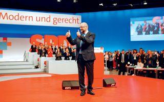 O ηγέτης των Σοσιαλδημοκρατών Μάρτιν Σουλτς χειρονομεί στη διάρκεια του συνεδρίου στο Βερολίνο.