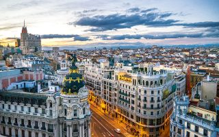 H Mαδρίτη έχει σπουδαία αρχιτεκτονική – θαυμάστε το κτίριο Metropolis στη συμβολή της Gran Via με την Alcalα. (Φωτογραφία: © Getty Images/Ideal Image)