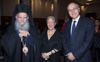 Ο Αρχιεπίσκοπος Θυατείρων και Μεγάλης Βρετανίας κ. Γρηγόριος, η Matti Egon-Ξυλά και ο πρέσβης Δημήτριος Καραμήτσος-Τζιράς.